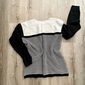 Preowned black and white cable sweater M